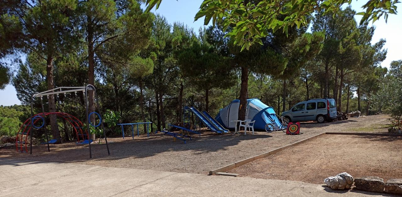 PARQUE Y ZONA DE ACAMPADA